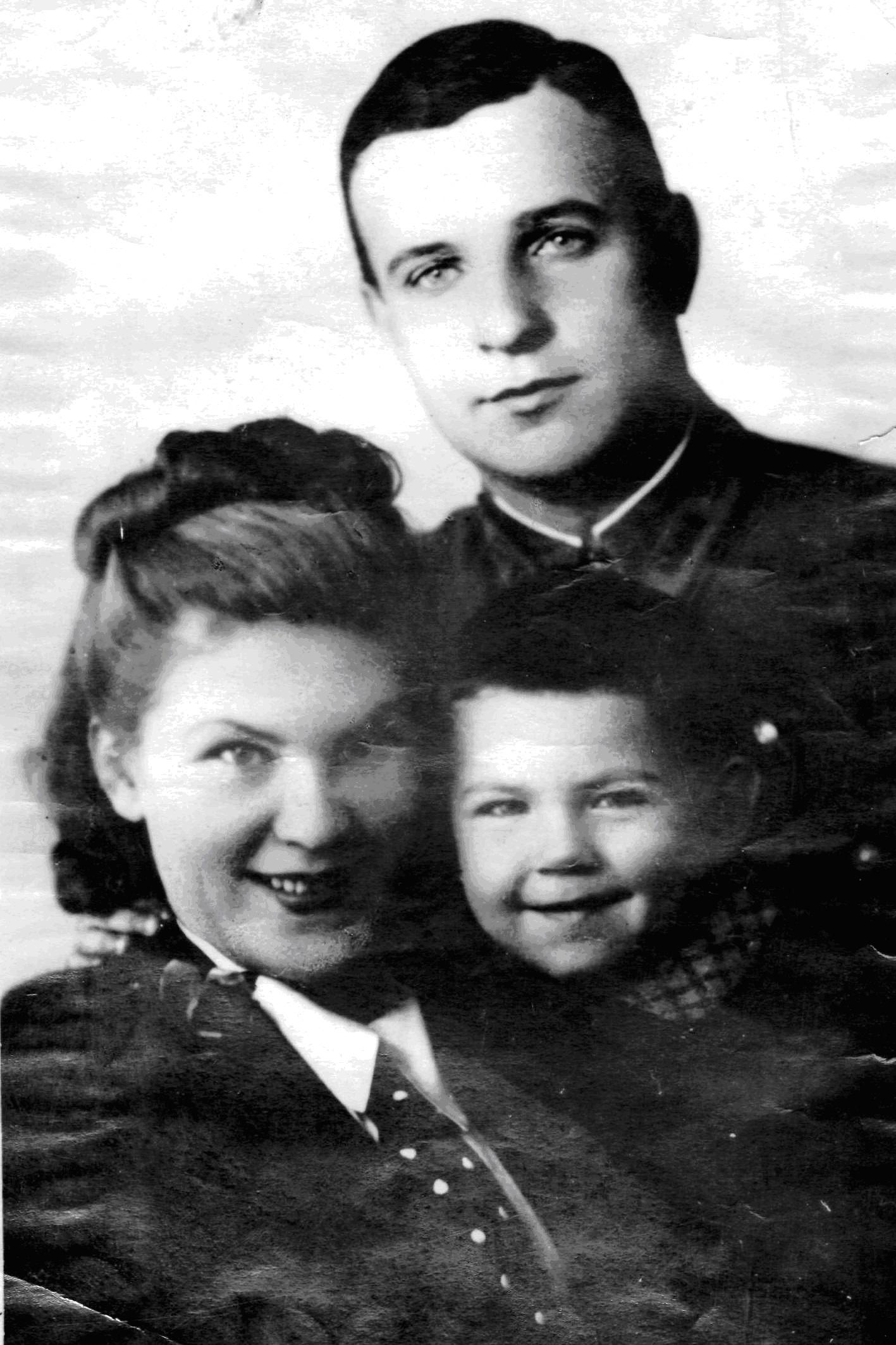 Дмитрий степанович жигалов с женой и