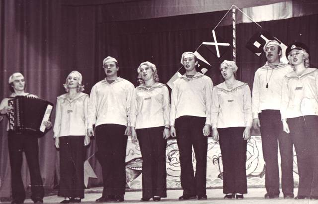 """""""КРАБ"""" на сцене РДК.Беломорск.1975 г. Фото из личного архива Н. Дроздовой"""