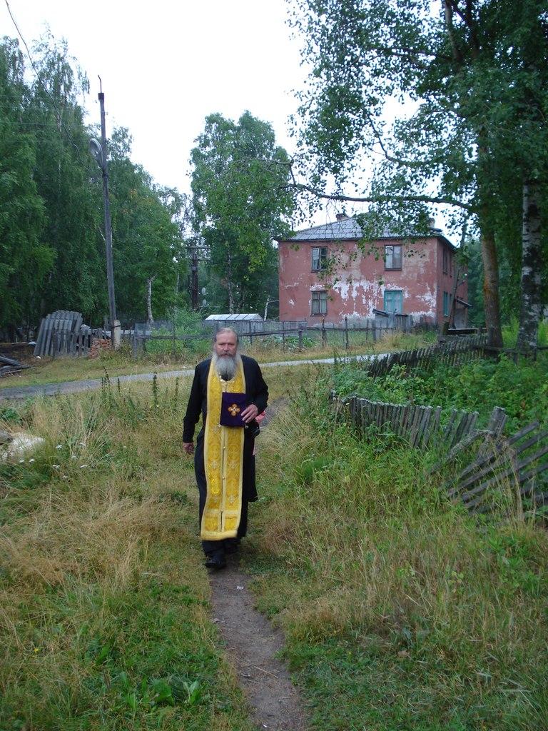 Отец Сергий в посёлке Золотец – к больной, исповедывать и причащать