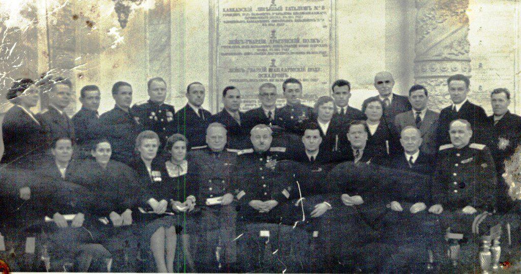 А.А. Игнатьева 2-я слева в 1 ряду в Москве на сессии Верховного Совета СССР. 1946 г.