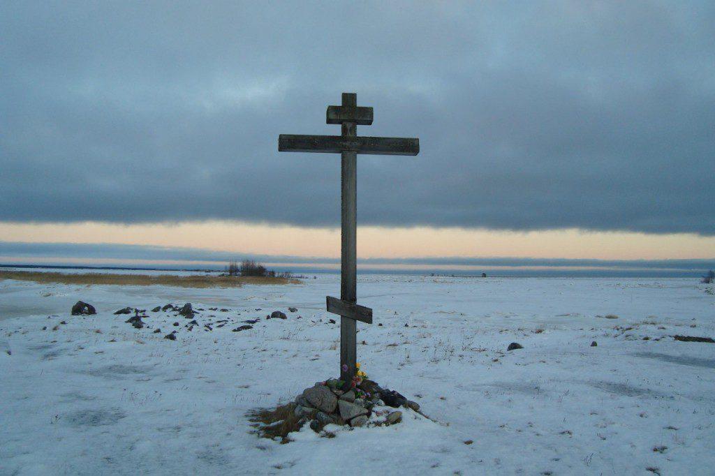 19 шлюз. Поклонный крест строителям Беломорско-Балтийского канала. 19.12.2013 года. Фото Т. В. Каньшиевой