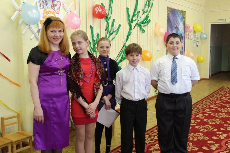 Вера Иванова с юными читателями