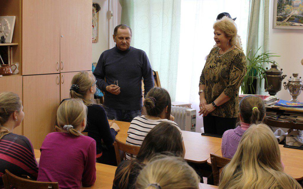 Творческая встреча В. Кобоева с учащимися Петроз. детской школы искусств. 28 мая 2014 г. Фото М. Июдиной (5)