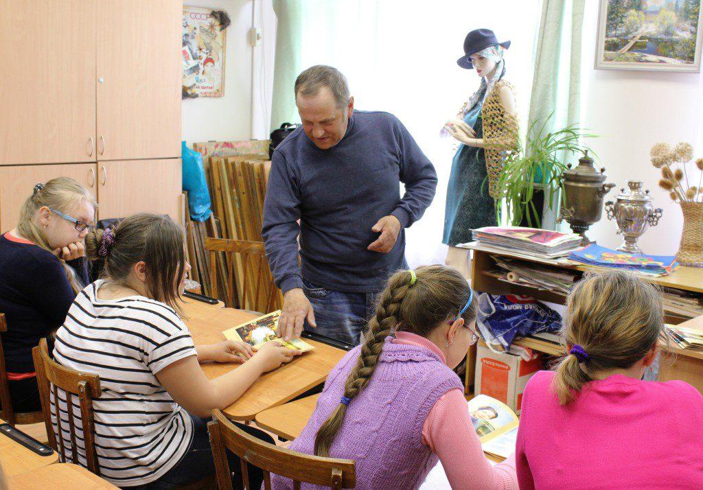 Творческая встреча В. Кобоева с учащимися Петроз. детской школы искусств. 28 мая 2014 г. Фото М. Июдиной (8)