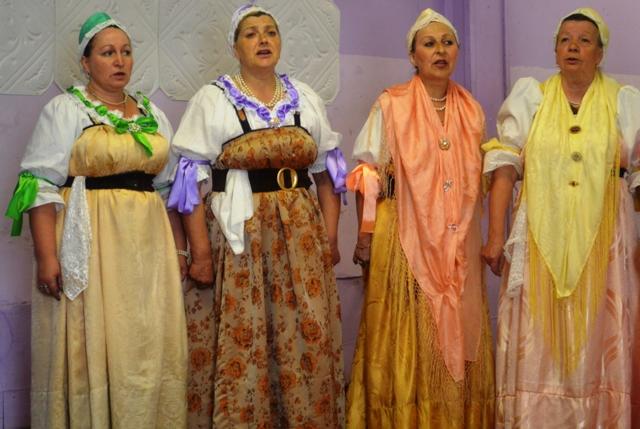 Сумпосадкая фольклорная группа. Сумский Посад. 27 июня 2014 г. Фото С. Кошкиной