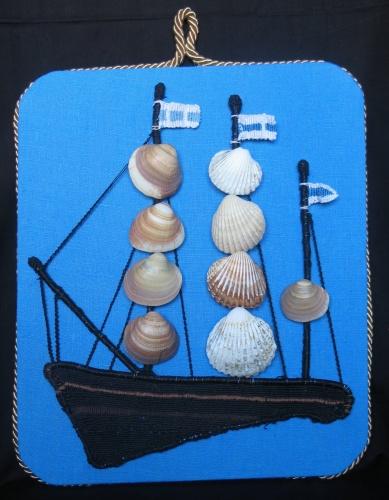 Белое море. Техника макраме, льняная нить, ракушки-гребешки. Размеры: 30Х40 см. Автор Рената Кулаковская (г. Пущино Московской области).