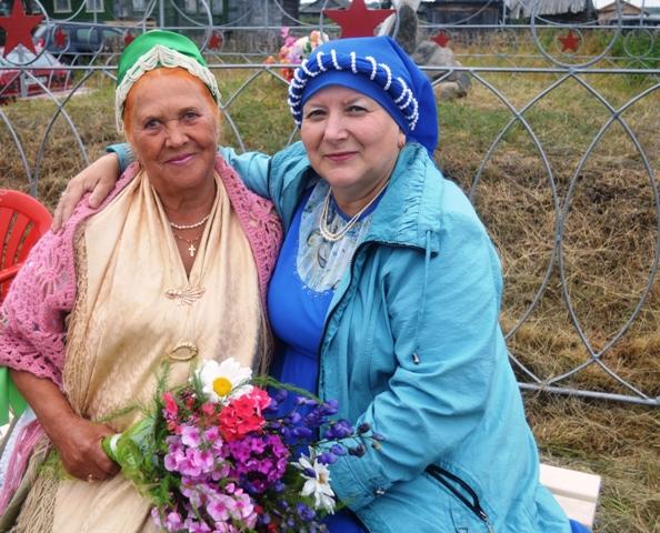 Л.А. Зайкова и А. В. Буйко. Сухое. 10 августа 2014 г. Фото С. Кошкиной