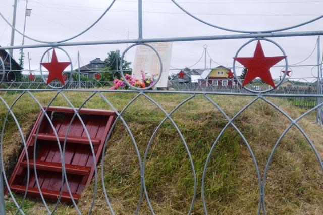Мемориал в селе Сухое. 10 августа 2014 г. Фото С. Кошкиной
