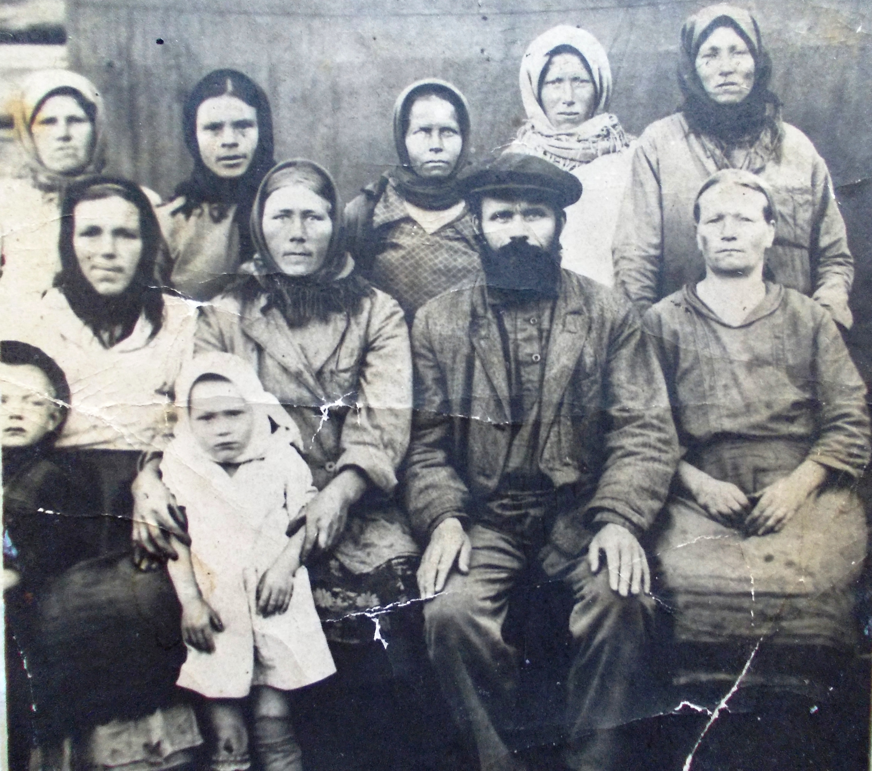 Колхозники колхоза «Океан». Фото из личного архива Л. П. Петровой