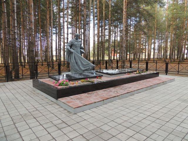 В поселке Летнереченский завершен ремонт братской могилы воинов, погибших в годы Великой Отечественной войны
