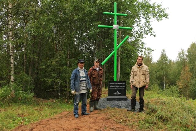 Установка памятника. Фото В. Дрягуева