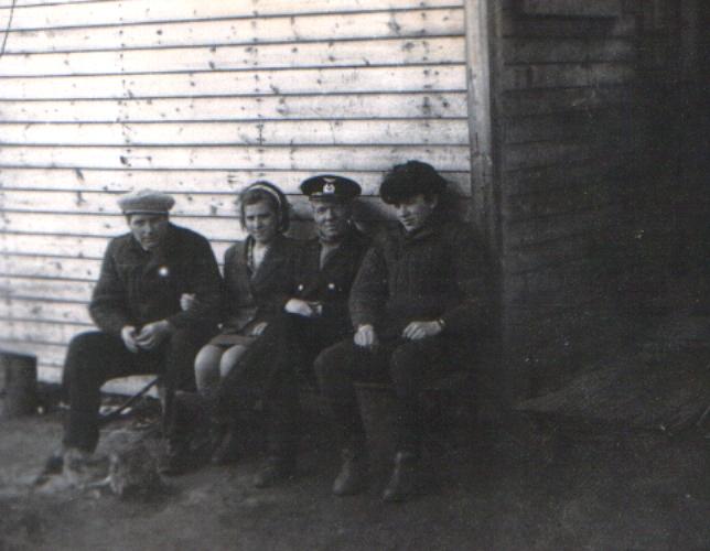 Слева направо: А. С. Нестеров, весовщик, Е. М. Годиева, списчик вагонов, Т. И. Тимошенко, дежурный по парку. 1973 г.