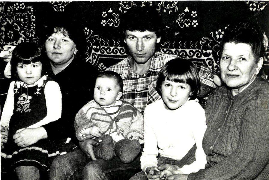 Бабушка Варя с семьей дочери Анны Буйко