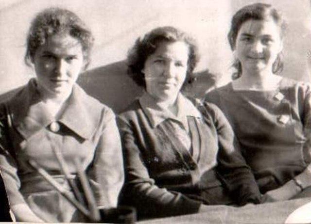 Валентина Ивановна Тупицына (в центре)
