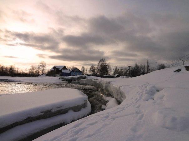 Выг под толщей льда и снега. Фото Т. Каньшиевой