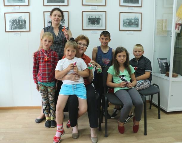 Мастер-класс по изготовлению веревочной куклы для воспитанников Центра помощи детям №5. Фото Виктора Дрягуева