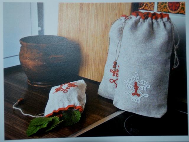 Комплект мешочков, лён, традиционный тамбурный шов, автор Юлия Чаркина, г.Беломорск