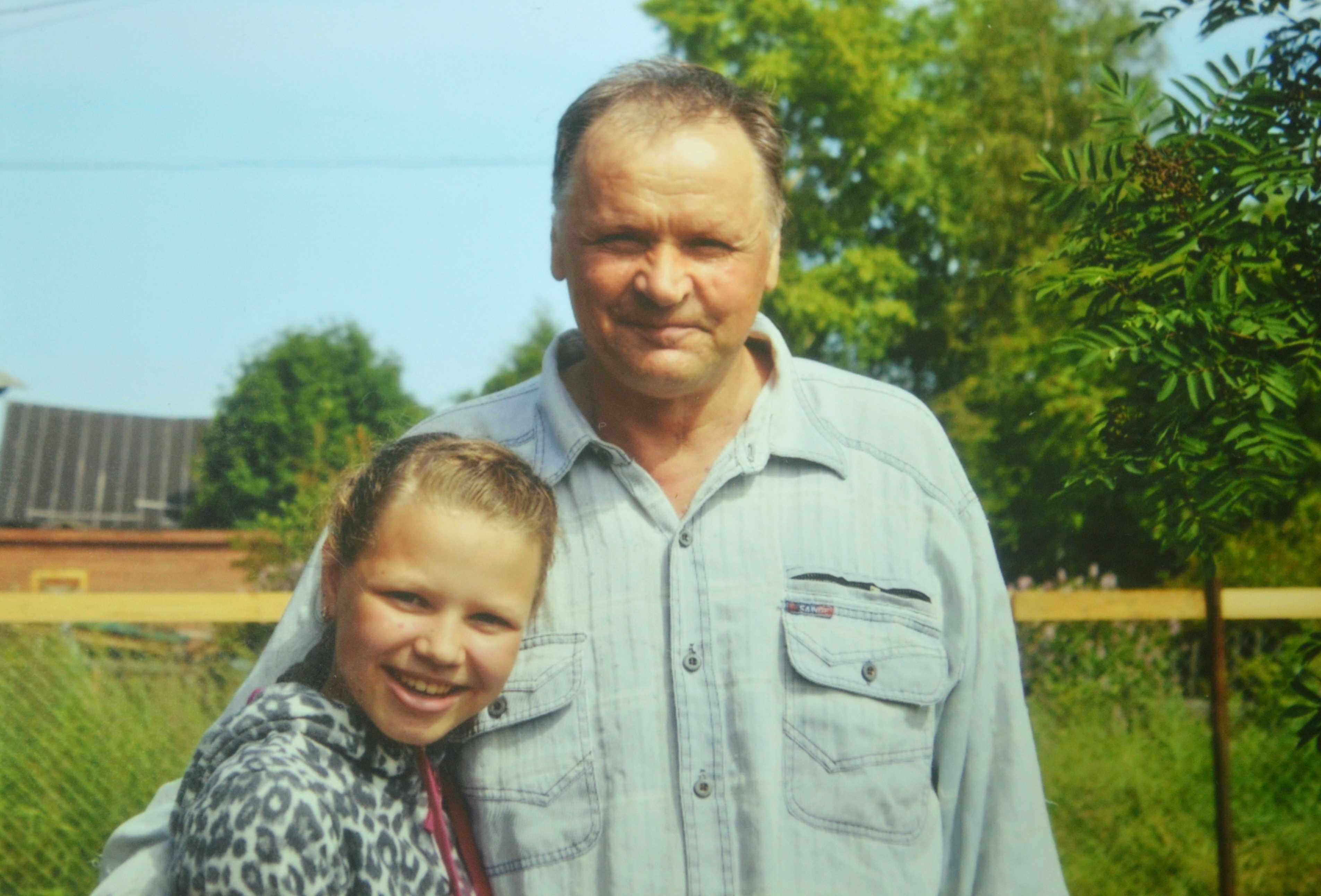 Виктор Павлович Каншиев со своей внучкой