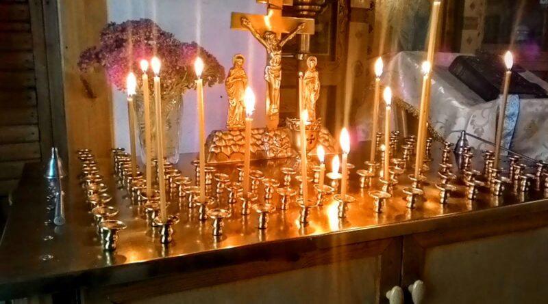 В храме у иконы Богу помолюсь